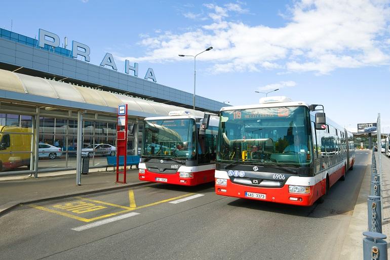 Остановка автобусов в аэропорту Вацлава Гавела
